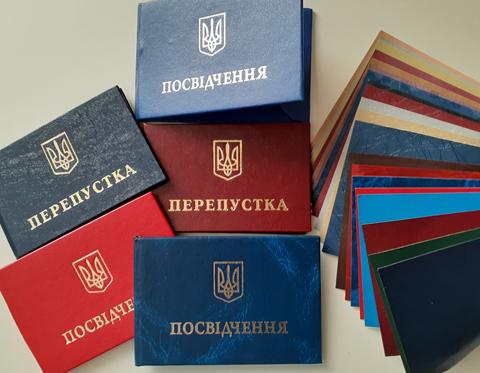 Пропуска и удостоверения с разным цветом обложки